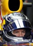 <p>O piloto alemão da Red Bull Sebastian Vettel em seu carro durante terceira sessão treino do Grande Prêmio de Melbourne da Fórmula 1. Vettel se desanimou com o frustrante começo de temporada em que falhas mecânicas tiraram vitórias do alemão nas duas primeiras corridas. 27/03/2010 REUTERS/Mark Horsburgh</p>