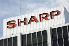 <p>Вид на штаб-квартиру компании Sharp Corp в Токио 10 января 2009 года. Sharp Corp планирует начать в этом году производство новых трехмерных дисплеев для мобильных телефонов и других переносных устройств, которые не будут требовать специальных очков. REUTERS/Stringer</p>