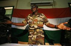 <p>Military junta president Major Salou Djibo speaks to the media in Niger's capital Niamey, February 21, 2010. REUTERS/Emmanuel Braun</p>