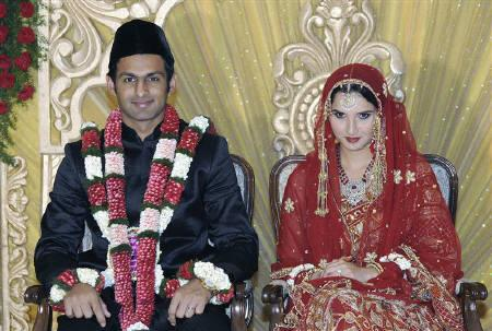 Sania Mirza (R) and Pakistani cricketer Shoaib Malik smile during their wedding ceremony at a hotel in the southern Indian city of Hyderabad April 12, 2010. Sania married Shoaib on Monday, after a romance that saw the groom forced to get a messy divorce from his first wife days before the wedding. REUTERS/Handout