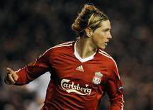 <p>Foto de arquivo de Fernando Torres. orres disse que está confiante em recuperar-se para o início da Copa do Mundo, depois de passar por uma cirurgia no joelho no domingo, 18 de abril de 2010. REUTERS/Nigel Roddis</p>
