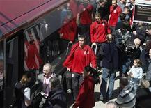 <p>Squadra del Liverpool sul treno per la partita di Uefa in Spagna. REUTERS/Phil Noble</p>