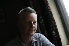 <p>British musician Billy Bragg poses inside his hotel room in New York October 16, 2008. REUTERS/Shannon Stapleton</p>