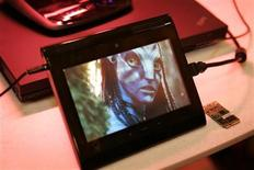 "<p>A prototype Internet tablet plays an ""Avatar"" movie trailer being streamed in 1080p high definition over a 4G LTE wireless network at the 2010 International Consumer Electronics Show (CES) in Las Vegas, Nevada, January 7, 2010. REUTERS/Steve Marcus</p>"