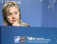 <p>Imagen de archivo de la secretaria de Estado estadounidense, Hillary Clinton, en una conferencia de prensa en una reunión informal de la ONU, en Tallin. Abr 23 2010. Cuando se trata de influencia, el presidente de Estados Unidos, Barack Obama, el ex mandatario Bill Clinton y la estrella del pop Lady Gaga la tienen, pero la secretaria de Estado Hillary Clinton, no, de acuerdo a una lista de la revista Time publicada el jueves. REUTERS/Ints Kalnins/ARCHIVO</p>