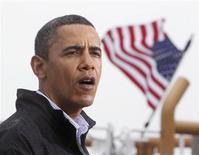 <p>El presidente de Estados Unidos, Barack Obama, habla luego de recorrer el centro Venice de la Guardia Costera en el Golfo de México para conocer de primera mano el daño ambiental causado por el hundimiento de la plataforma Deepwater Horizontal de BP en Venice, Luisiana, may 2 2010. REUTERS/Larry Downing (UNITED STATES)</p>