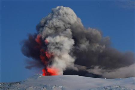 Lava and ash explode out of the caldera of Iceland's Eyjafjallajokull volcano April 22, 2010. REUTERS/Lucas Jackson
