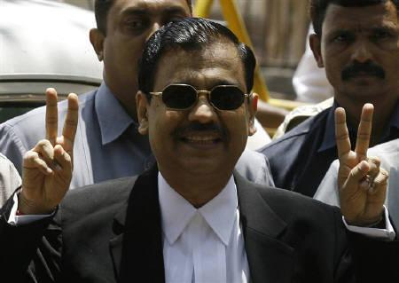 Special Prosecutor Ujjwal Nikam shows victory signs upon his arrival at Arthur Road Jail, where the trial of Mohammad Ajmal Kasab, the lone surviving gunman of the 2008 Mumbai attacks is being held, in Mumbai May 6, 2010.  REUTERS/Arko Datta