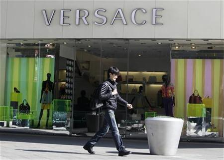 A pedestrian walks past a Versace store in Beijing March 17, 2010 file photo. REUTERS/Jason Lee