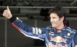 <p>Webber comemora pole em Montmelo. O australiano Mark Webber e seu colega de equipe Sebastian Vettel dominaram o treino classificatório do Grande Prêmio da Espanha, assegurando à Red Bull a primeira fila do grid de largada e uma deslumbrante quinta pole position consecutiva.08/05/2010.REUTERS/Albert Gea</p>