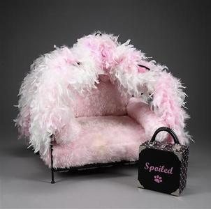 A dog bed owned by the late Anna Nicole Smith is shown in this undated publicity photo released to Reuters May 11, 2010. REUTERS/Julien's Auctions/Handout