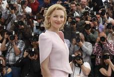 """<p>Atriz Cate Blanchett comparece à estreia de """"Robin Hood"""" no Festival de Cannes. A versão de Ridley Scott do mais famoso fora-da-lei da Inglaterra em estreia mundialmente na sexta-feira. 12/05/2010 REUTERS/Eric Gaillard</p>"""