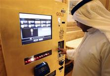 <p>A man uses an ATM (automated teller machine) at the Emirates Palace hotel in Abu Dhabi May 13, 2010. REUTERS/Mosab Omar</p>