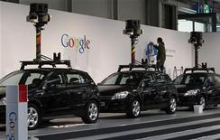 """<p>Le auto utilizzate per il servizio """"Google View"""". REUTERS/Fabrizio Bensch</p>"""