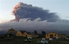 <p>La nube di cenere dal vulcano islandese.REUTERS/Ingolfur Juliusson</p>