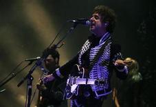 <p>Cantor argentino Gustavo Cerati se apresenta em Caracas. O ex-líder da banda Soda Stereo pode ter sofrido um derrame na capital venezuelana, Caracas, depois de realizar um show no sábado. 15/05/2010 REUTERS/Gil Montano</p>