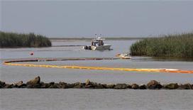 <p>La boca del Río Misisipi, afectada por el derrame de petróleo. Mayo 18 2010. a detección de bolas de alquitrán en Key West, Florida, alimentó el temor en Estados Unidos de que el enorme derrame de crudo del Golfo de México se esté extendiendo por las corrientes oceánicas y subió la presión sobre BP para frenar la fuga de petróleo. REUTERS/Hans Deryk</p>