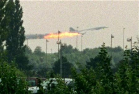 Flames come out of the Air France Concorde seconds before it crashed in Gonesse near Paris Roissy airport, July 25, 2000. REUTERS/Andras Kisgergely