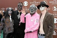 <p>Foto de archivo: Miembros de la banda Slipknot arriban a la entrega de los premios Grammy en Los Angeles, feb 8 2006. REUTERS/Mario Anzuoni</p>