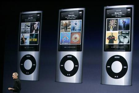 Apple Inc. Chief Executive Steve Jobs speaks about features on the iPod Nano, which includes a video camera, at a special event in San Francisco, in this September 9, 2009 file photo. REUTERS/Robert Galbraith/Files
