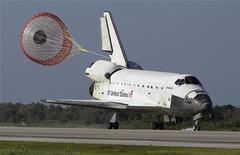 """<p>Шаттл """"Атлантис"""" садится на аэродроме на мысе Канаверал 26 мая 2010 года. Американский космический шаттл """"Атлантис"""" успешно сел на аэродроме на мысе Канаверал во Флориде после 12-дневного пребывания в космосе. REUTERS/Chris O'Meara/Pool</p>"""