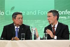 <p>27 maggio 2010, il primo ministro norvegese Jens Stoltenberg e il presidente indonesiano Susilo Bambang Yudhoyono durante la conferenza di Oslo. REUTERS/Hakon Mosvold Larsen/Scanpix</p>