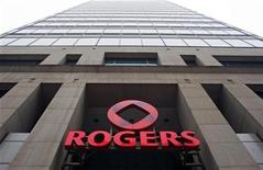 <p>A Rogers Communications Inc. office tower is seen in downtown Montreal, March 6, 2009. REUTERS/Shaun Best</p>