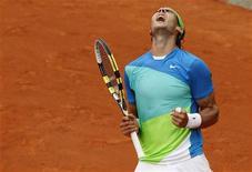 <p>O espanhol Rafael Nadal quebrou a resistência habitual do australiano Lleyton Hewitt e conquistou a vitória por 6-3, 6-4 e 6-3 na terceira rodada do Aberto da França na tarde fria deste sábado em Paris.REUTERS/Thierry Roge</p>