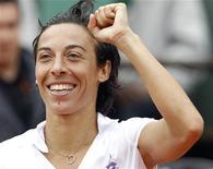 <p>Francesca Schiavone esulta dopo la vittoria contro Maria Kirilenko . REUTERS/Pascal Rossignol</p>