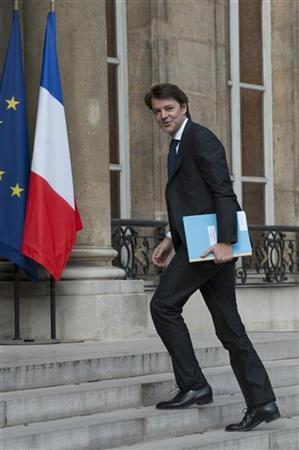 French Budget Minister Francois Baroin arrives at the Elysee Palace in Paris to attend a ministers' meeting with the president about an aid plan for Greece and to discuss the financial market situation May 1, 2010 . REUTERS/Gonzalo Fuentes