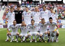 <p>Сборная Словакии перед товарищеским матчем против Камеруна в Клагенфурте 29 мая 2010 года. Главный тренер сборной Словакии Владимир Вайсс определился с окончательным составом команды на чемпионат мира в ЮАР. REUTERS/Robert Zolles</p>