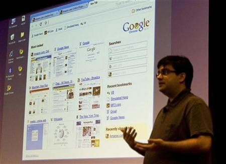 Google software engineer Ben Goodger introduces the company's web browser, Google Chrome, at the company's headquarters in Mountain View, California September 2, 2008. REUTERS/Kimberly White