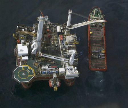 Oil floats on the surface of the Gulf of Mexico at the well head site of the Deepwater Horizon oil spill, June 2, 2010. REUTERS/Sean Gardner
