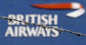 <p>Логотип British Airways в аэропорту Хитроу в Лондоне 24 мая 2010 года. Вспомогательный летный персонал British Airways планирует начать новую забастовку в субботу, сообщил профсоюз Unite. REUTERS/Stefan Wermuth</p>