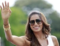 <p>Bollywood actress Bipasha Basu waves to her fans upon her arrival for an event at the International Indian Film Academy (IIFA) awards in Colombo June 4, 2010. REUTERS/Dinuka Liyanawatte</p>