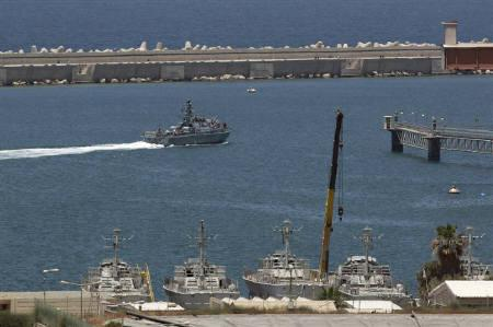 An Israeli navy patrol boat maneuvers at the port of Ashdod June 5, 2010. Israeli forces seized an Irish-owned ship bound for Gaza on Saturday, boarding the Rachel Corrie close to the Gaza shore near the Mediterranean, an Israeli military spokeswoman said.  REUTERS/Baz Ratner