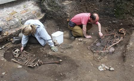 Archaeologists unearth Roman skeletons thought to be gladiators at a site in York in this undated handout photo. REUTERS/York Archaeological Trust/Handout