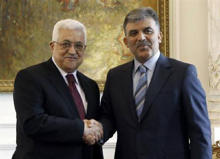 Turkey's President Abdullah Gul (R) shakes hands with Palestinian President Mahmoud Abbas during their meeting in Istanbul June 7, 2010. REUTERS/Murad Sezer
