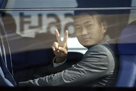 North Korean striker Jong Tae-se gestures as his team arrives at the Johannesburg's OR Tambo airport June 1, 2010. REUTERS/Siphiwe Sibeko