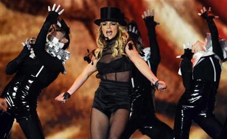 Pop star Britney Spears performs during the 60th Bambi media awards ceremony in the southwestern German town of Offenburg November 27, 2008. REUTERS/Wolfgang Rattay