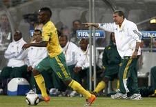 <p>Técnico da África do Sul, Carlos Alberto Parreira, durante partida contra o México, diz que sua equipe não terá mais medo do resto dos jogos do Grupo A. REUTERS/Eddie Keogh</p>