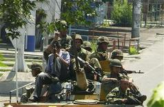 <p>Soldiers ride on an armoured vehicle along a street in Osh, southern Kyrgyzstan June 11, 2010. REUTERS/Alexei Osokin</p>