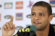 """<p>""""Meu amigo, eu sou volante. De repente tem que parar um jogador para não acontecer coisa pior"""", disse Felipe Melo. 12/06/2010 REUTERS/Paulo Whitaker</p>"""