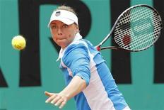 <p>Российская теннисистка Вера Звонарева во время одного из матчей турнира Roland Garros в Париже, 27 мая 2010 года. Сразу три россиянки не смогли преодолеть барьер первого круга турнира Eastbourne International, проходящего в Англии. REUTERS/Thierry Roge</p>