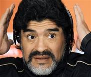 <p>Técnico da seleção argentina, Diego Maradona, em coletiva de imprensa no estádio Loftus Versfeld, em Pretória. O motivo dos poucos gols nas primeiras partidas da Copa pode ser a criticada bola da Adidas, disse nesta quarta-feira Maradona. 16/06/2010 REUTERS/Enrique Marcarian</p>