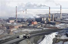 <p>Общий вид завода Норникеля в Норильске 16 апреля 2010 года. Росстат пересчитал динамику промышленного производства в России с учетом перехода на новые весы, после чего вялое восстановление промышленности в 2010 году оказалось бурным. REUTERS/Ilya Naymushin</p>