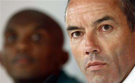 Cameroon's national coach Paul Le Guen (R) is flanked by Samuel Eto'o during a news conference in Pretoria June 18, 2010, ahead of the 2010 World Cup Group E match against Denmark. REUTERS/Alessandro Bianchi