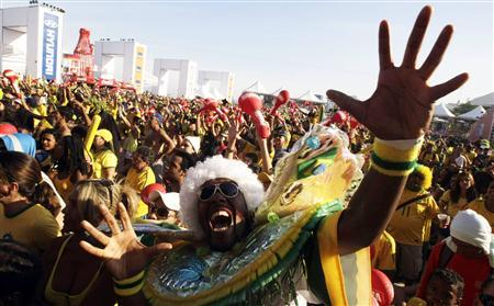 Brazilian soccer fans celebrate during a public screening of the FIFA World Cup soccer match between Brazil and Ivory Coast on Copacabana beach in Rio de Janeiro June 20, 2010. REUTERS/Bruno Domingos