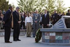 <p>Canada's Prime Minister Stephen Harper (2nd L) lays a wreath at a 25th anniversary memorial gathering at the Air India monument in front of Air India Victims' Families Association's organizer Bal Gupta (C), Toronto mayor David Miller (2nd R), and Ontario Premier Dalton McGuinty (R) in Toronto, June 23, 2010. REUTERS/Mark Blinch</p>