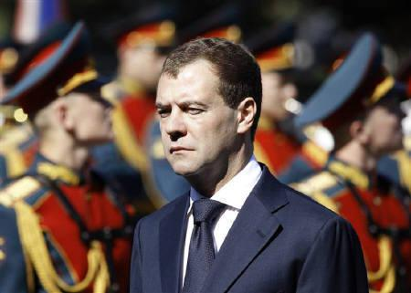 Russian President Dmitry Medvedev attends a wreath laying ceremony marking Nazi Germany's 1941 invasion of the Soviet Union, at the Tomb of the Unknown Soldier, at the Kremlin wall in Moscow in this June 22, 2010 file photo. Medvedev sent his first ''tweet'' message on Twitter and tried out video conferencing. REUTERS/Grigory Dukor
